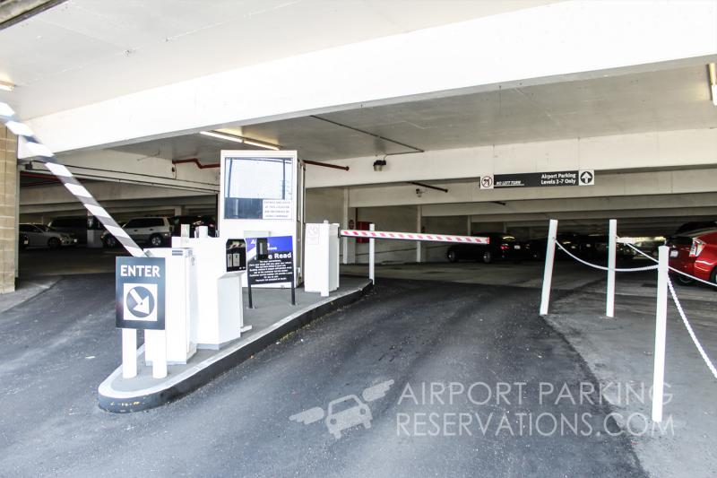 Joe 39 s airport parking lax for Lax parking closest to airport