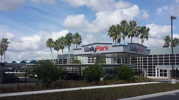 WallyPark Premier Airport Parking JAX Logo