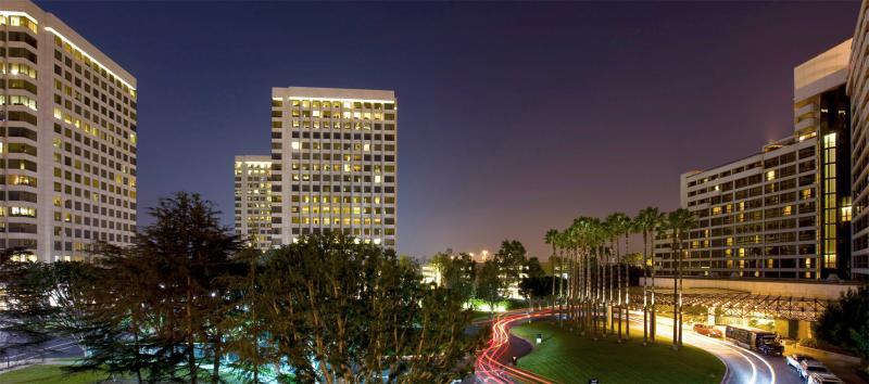 Hotel Irvine SNA Logo