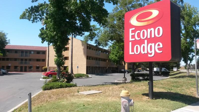 Econo Lodge Sacramento North SMF Logo
