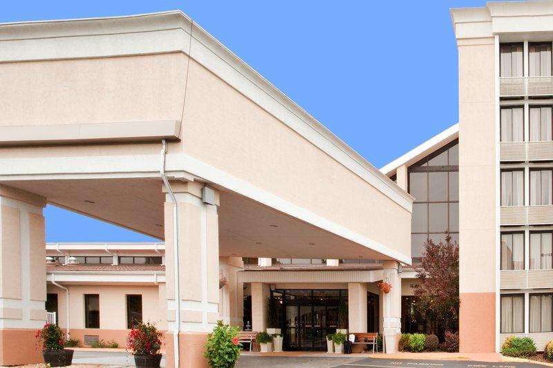 Holiday Inn Roanoke - Valley View ROA Logo
