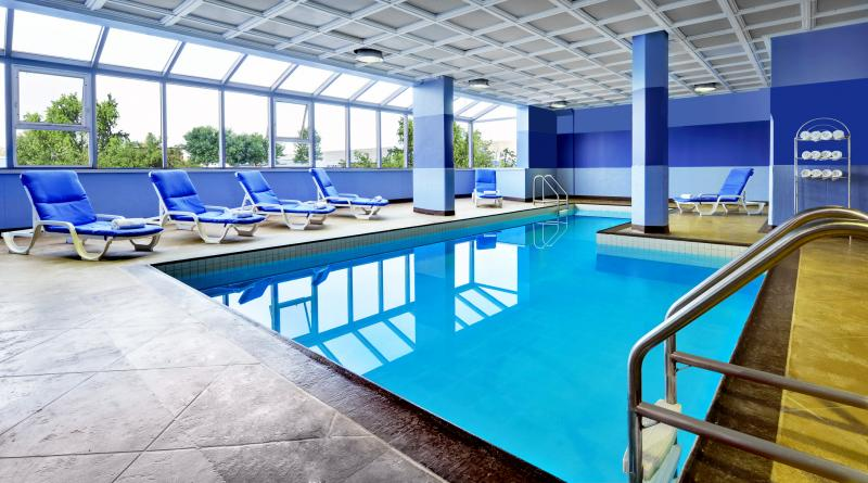 Four points by sheraton toronto mississauga parking yyz for Pool show mississauga