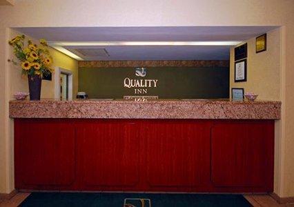 Quality Inn Toledo Airport TOL Logo