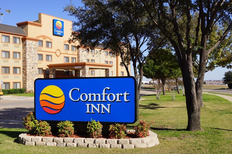 Comfort Inn DFW Logo