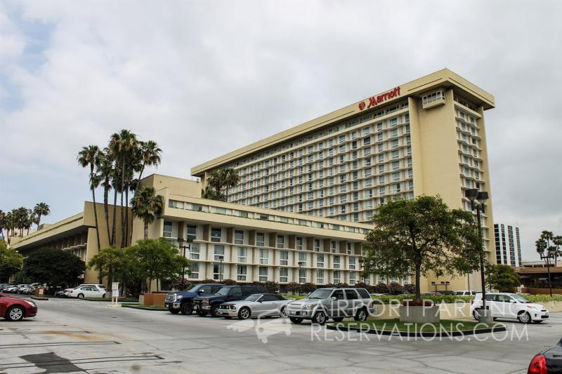 Lax parking los angeles airport marriott hotel parking for Cat hotels los angeles